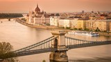 budapest-architecture-_-chain-bridge-1jpg